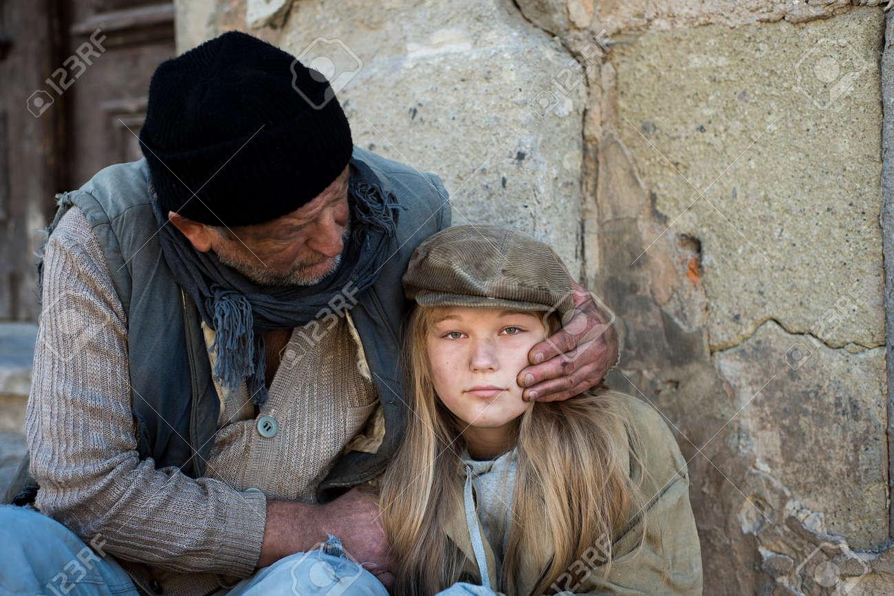Homeless family Stock Photo - 16436915