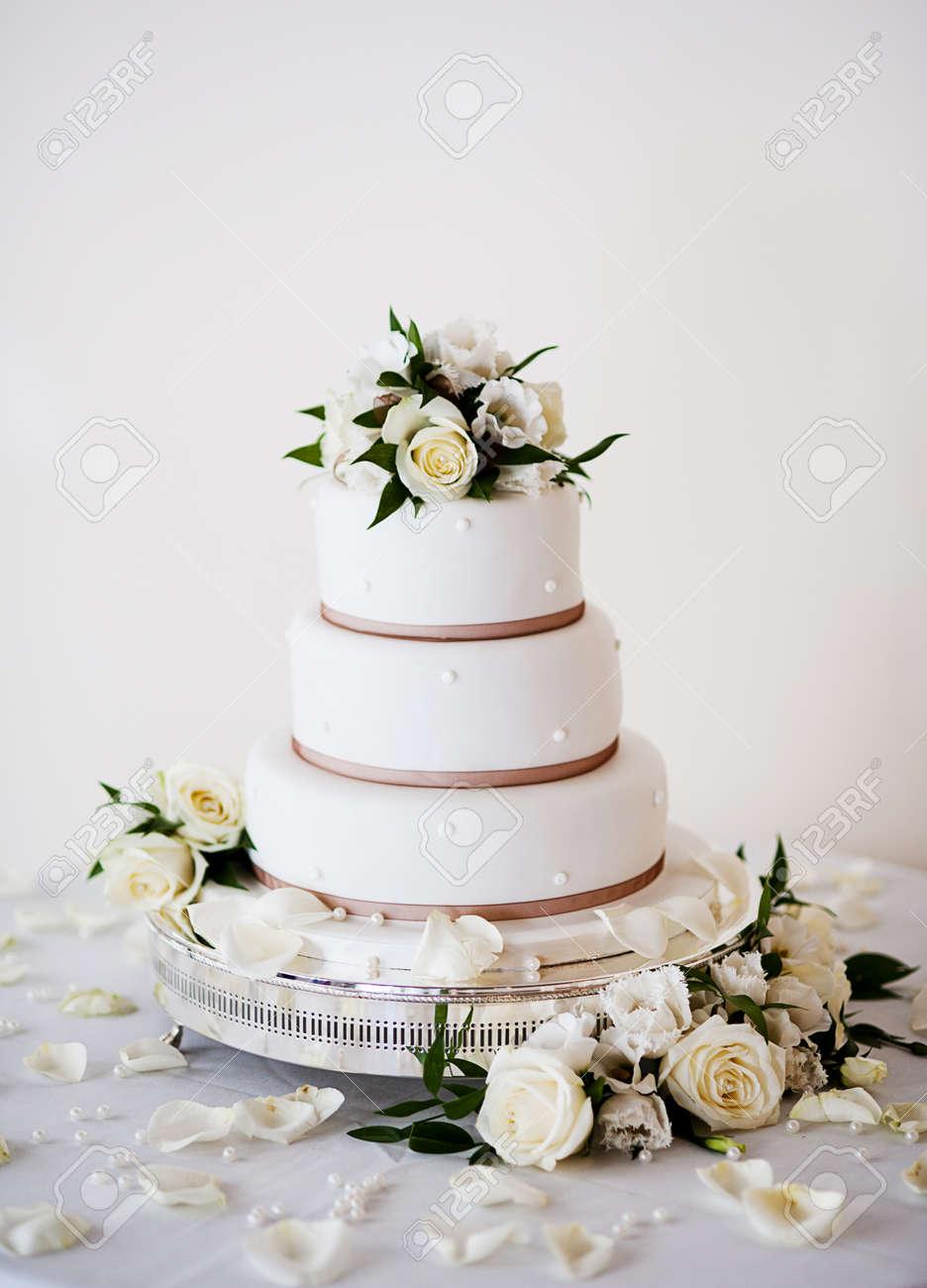 Schone Und Leckere Hochzeitstorte Auf Hochzeitsfeier Lizenzfreie