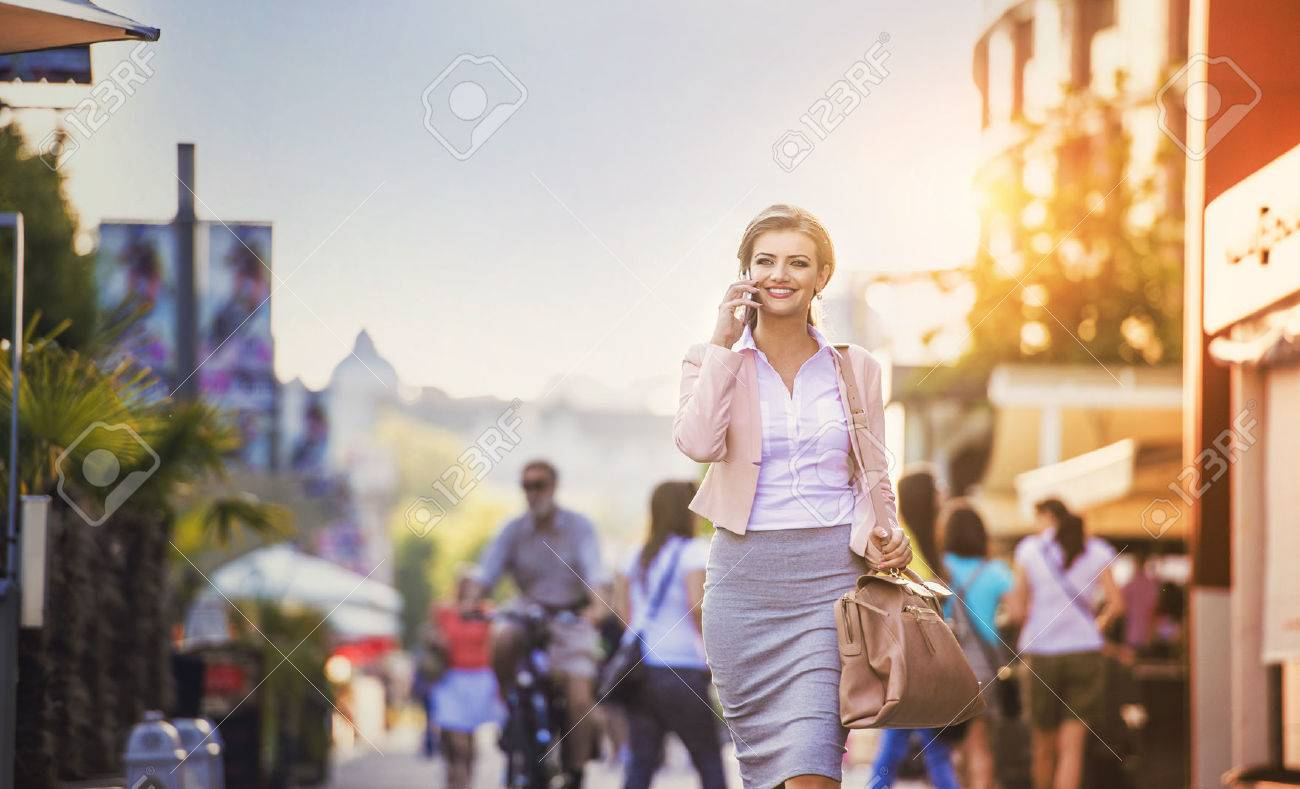 Attractive young businness woman with smart phone in the city Stock Photo - 41179762