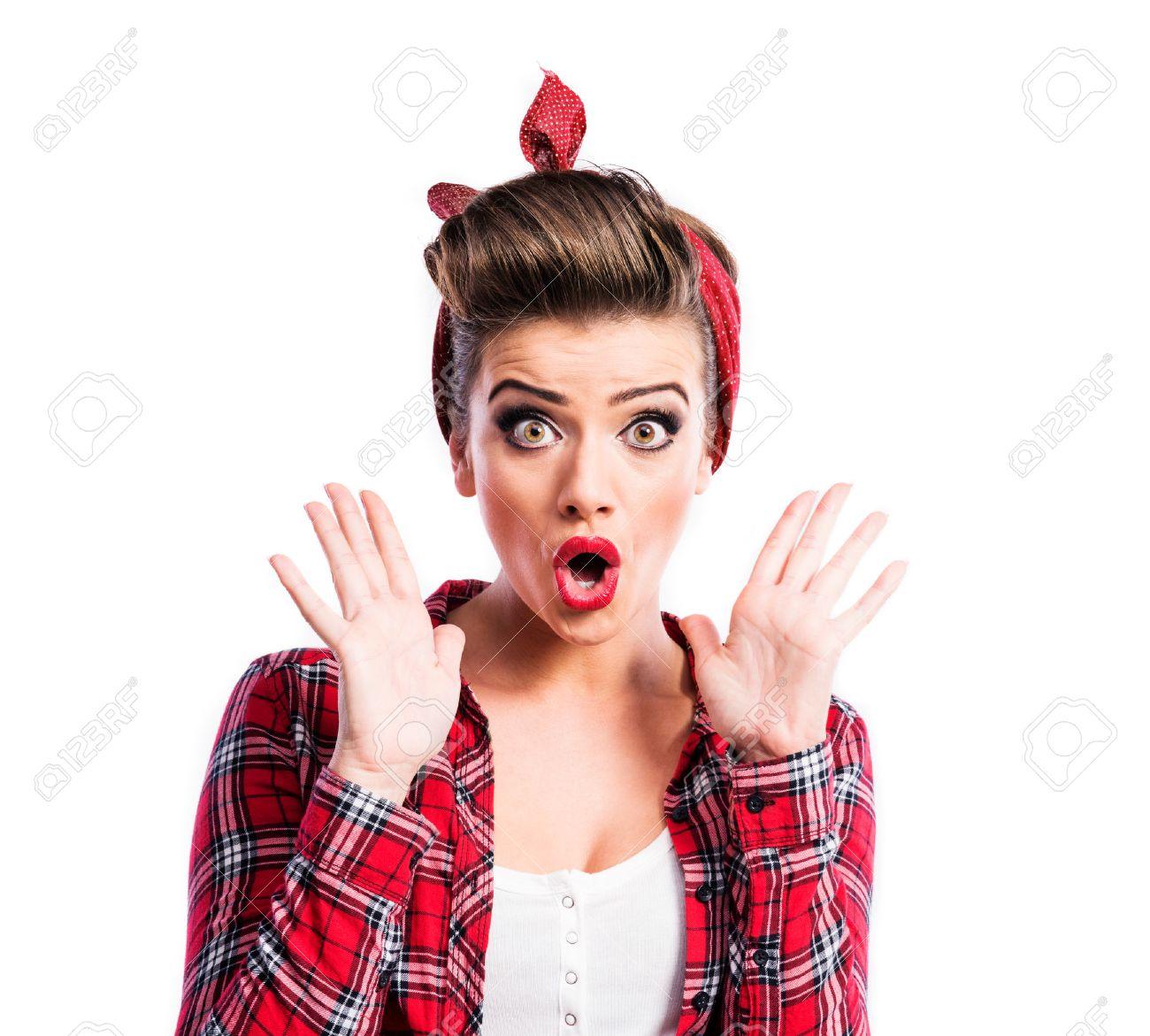 Schone Junge Frau Mit Pin Up Make Up Und Frisur Studio Schuss Auf