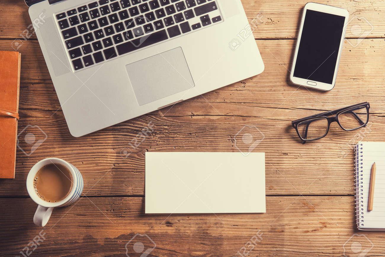 Escritorio Oficina Madera.Composicion De Escritorio De Oficina Estudio Tirado En El Fondo De