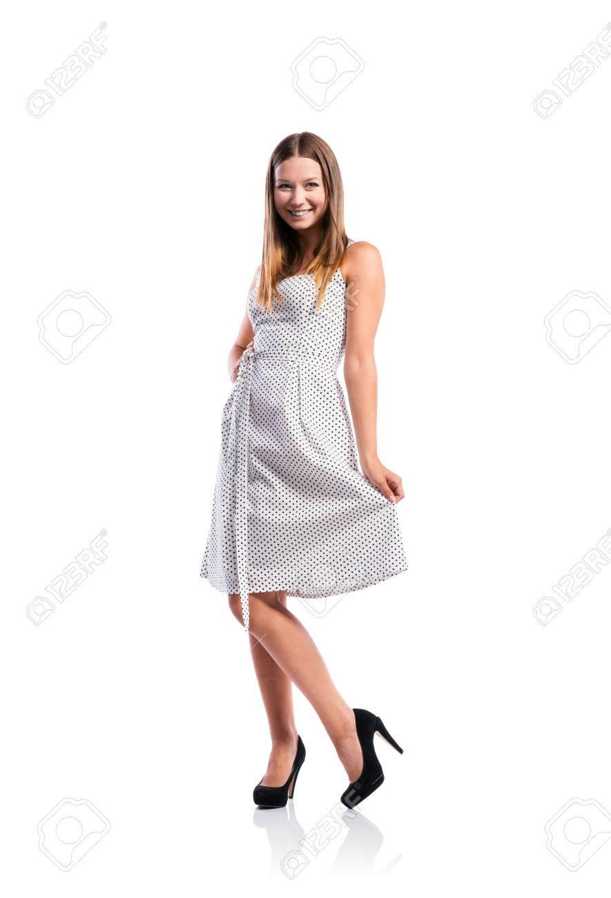 Vestido blanco y negro con que zapatos