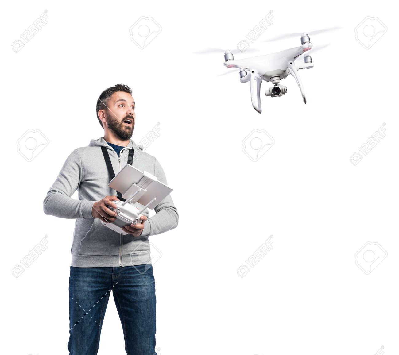 Distancia De BlancoAislado Aviones Sobre Fondo Con No Hombre Y Que Vuelan Estudio Tripulados Mando A La CámaraFoto 8kwn0OP