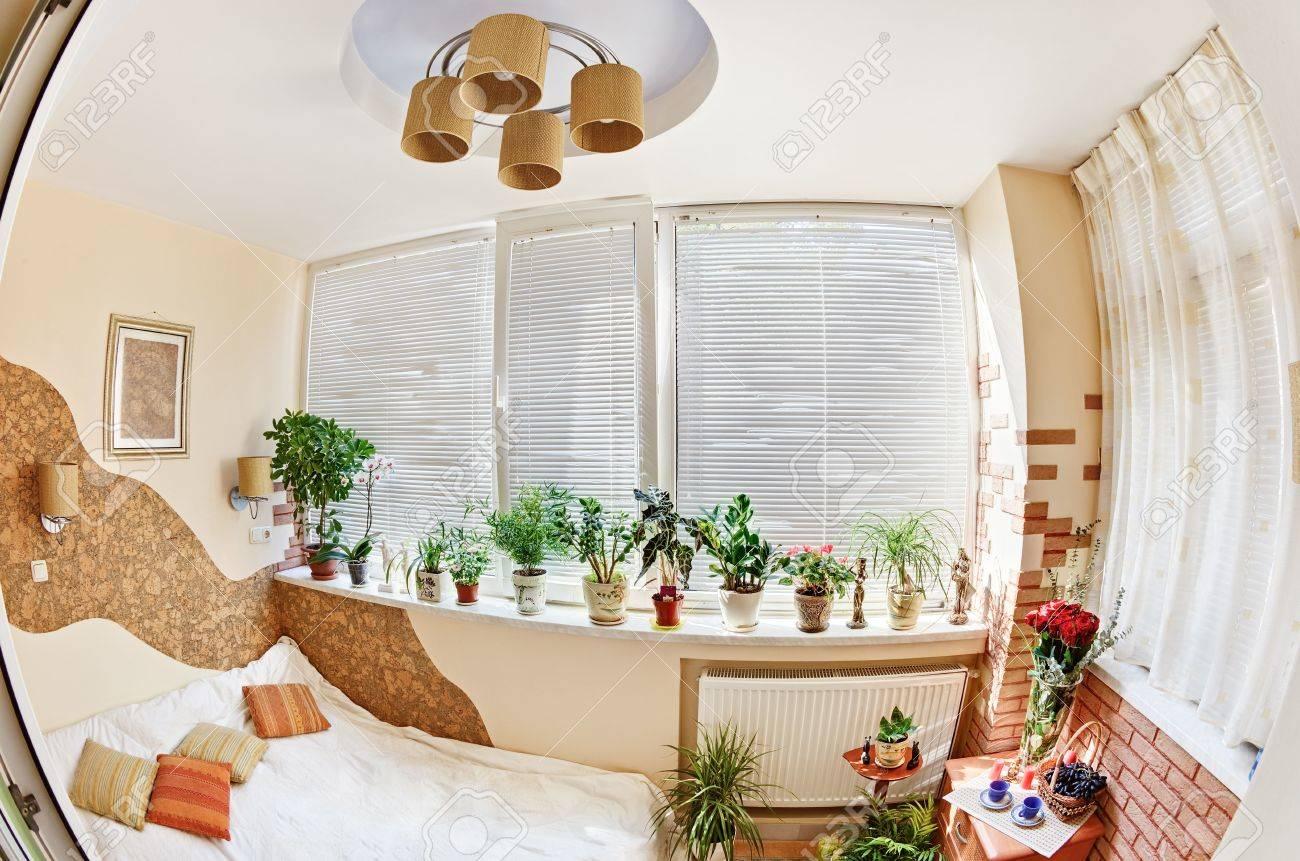 Кирпичные стены, пробковые волны - интерьеры квартир, домов .