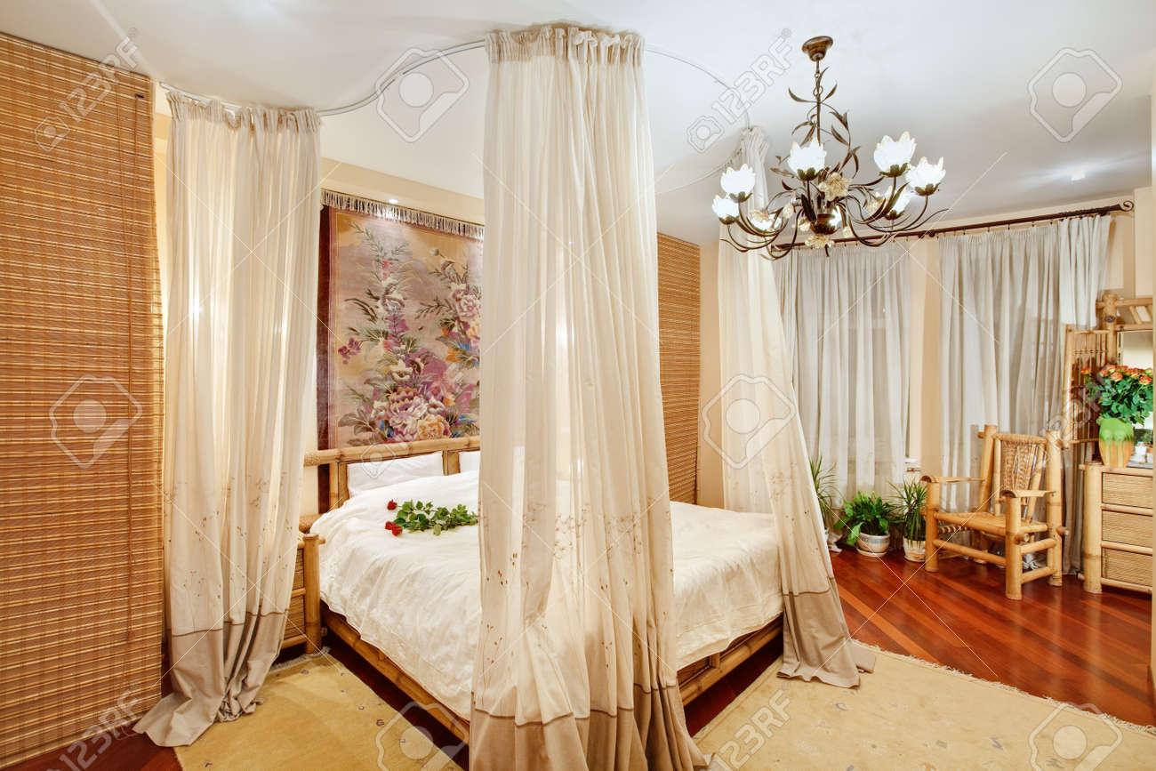 arredamento etnico a roma. camera da letto baldacchino ~ dragtime ...