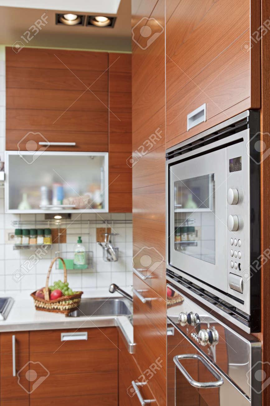 Verniciare I Mobili Della Cucina. Rinnovare La Cucina Senza Cambiare ...