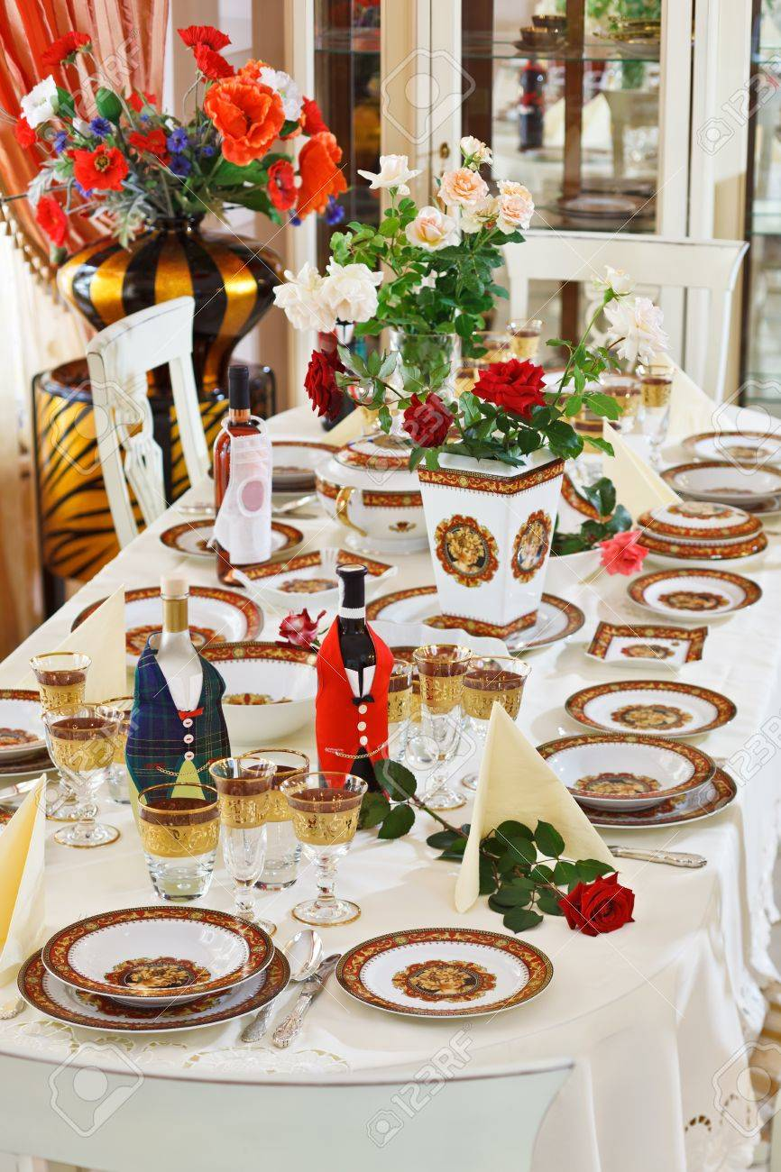 Luxuriant table appointments with red  china porcelain and rose flowers Stock Photo - 8547656