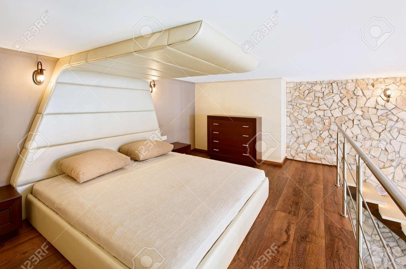 Moderner Minimalismus Stil Schlafzimmer Interieur In Beige Tönen  Standard Bild   17814990