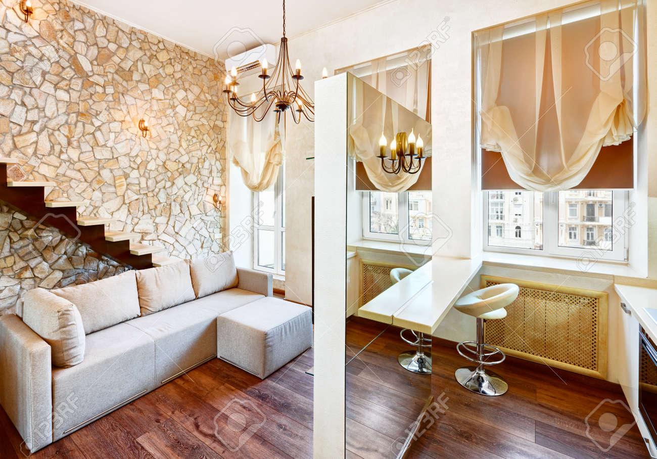 Style Moderne Salon Interieur Avec Escalier Et Le Mur En Pierre De Taille
