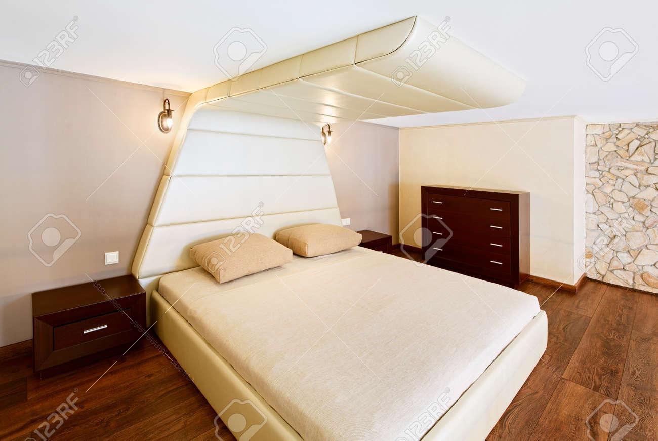 Moderner Minimalismus Stil Schlafzimmer Interieur In Beige Tönen  Standard Bild   18266996