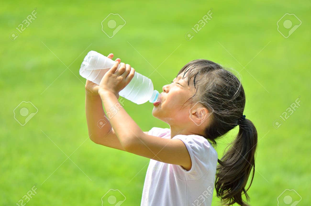 Girl drinking water - 56258847