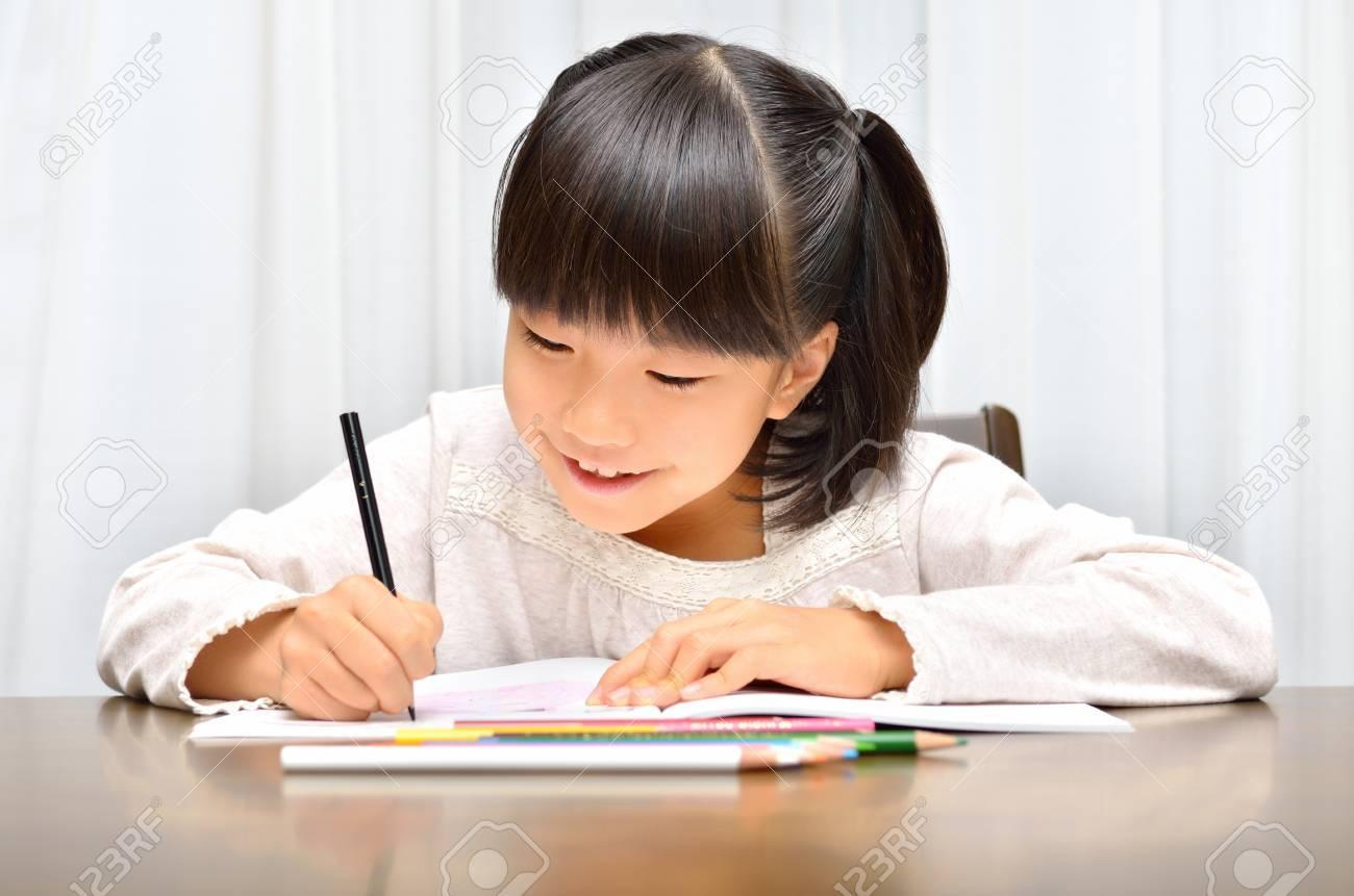 Girl studying - 57093815