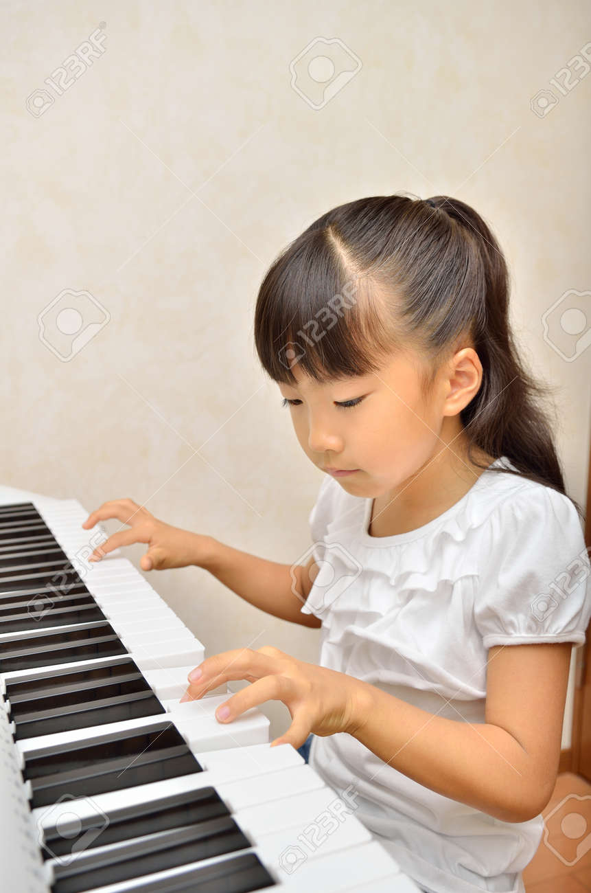 Girls playing the piano - 57094252