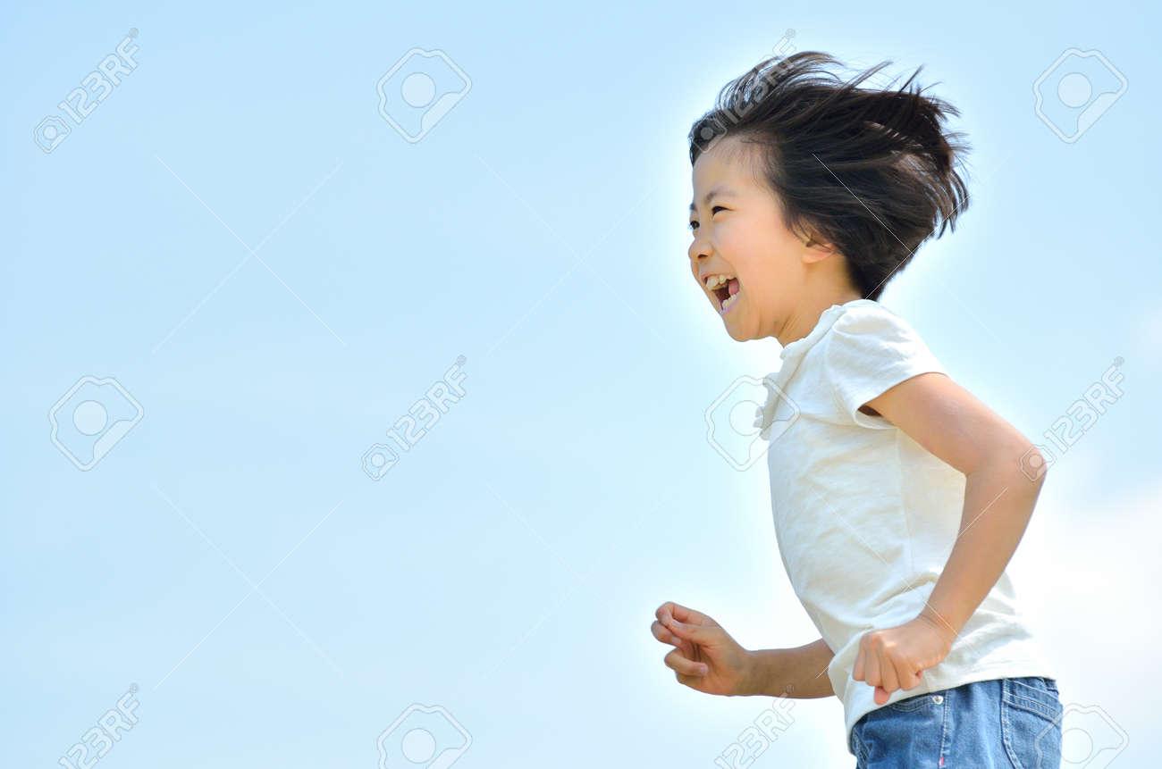 Girls running in the blue sky - 87040342