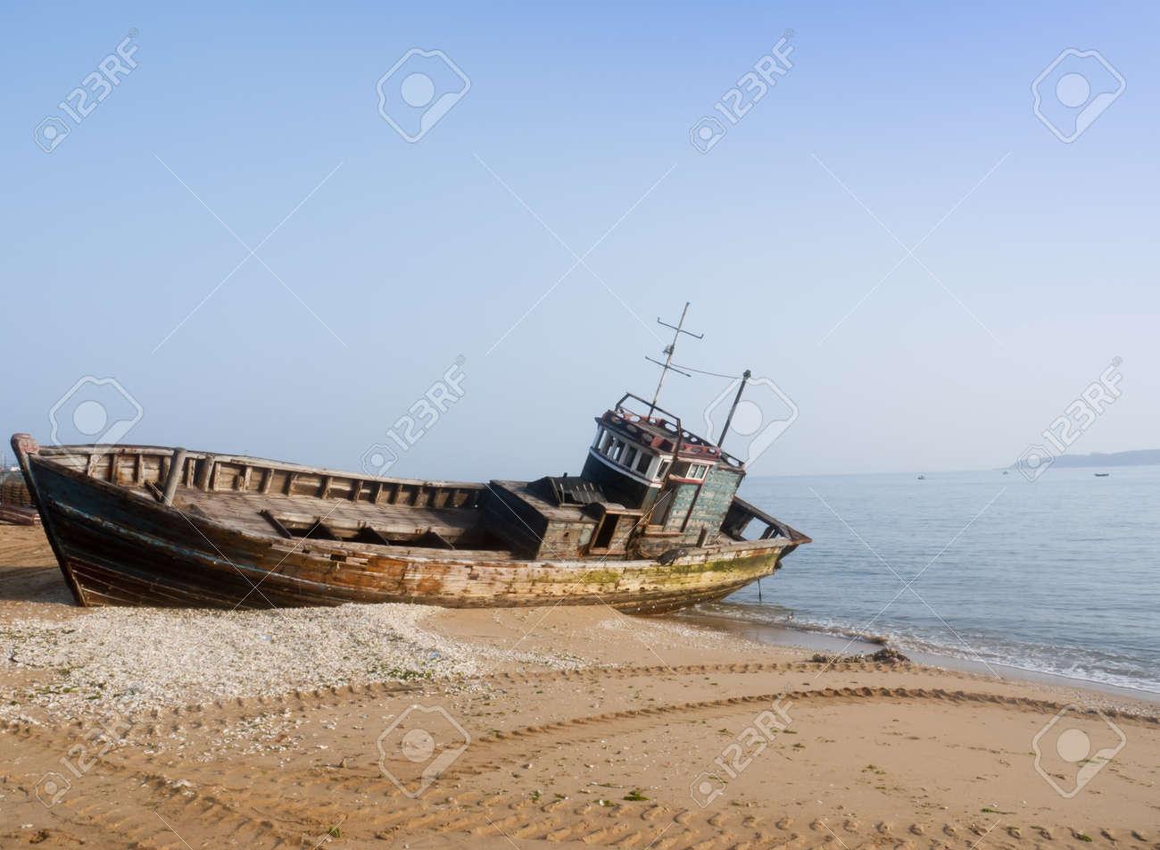 Rusty ship at the beach Stock Photo - 11552181