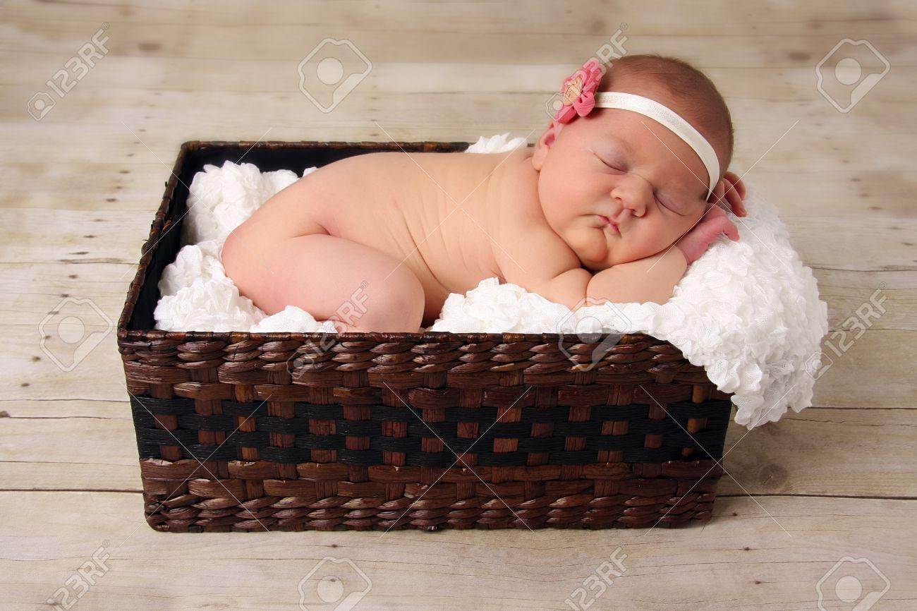 Спящая и голая девочки 16 фотография