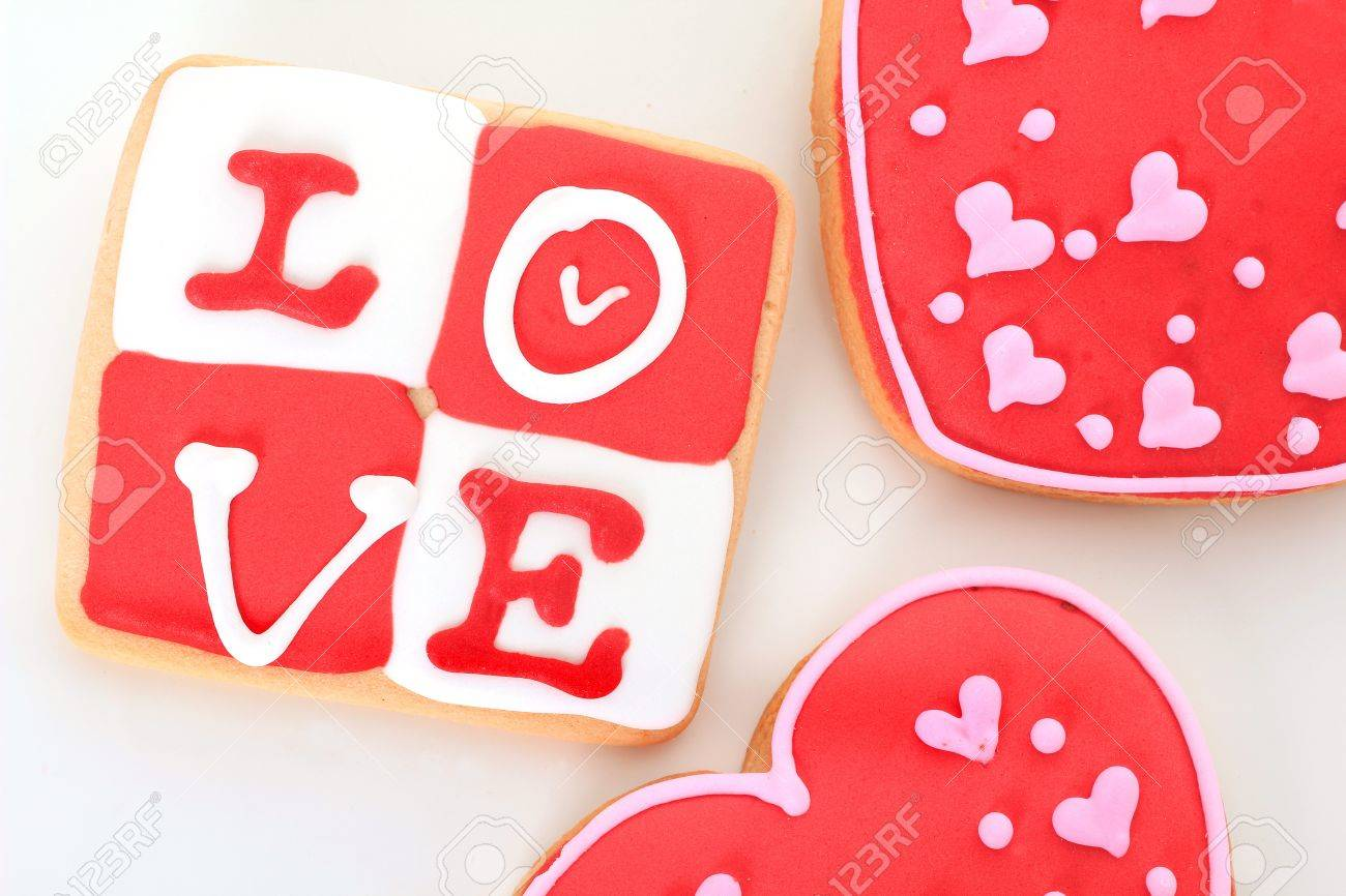 Valentine love cookie in red and white. Stock Photo - 12002589