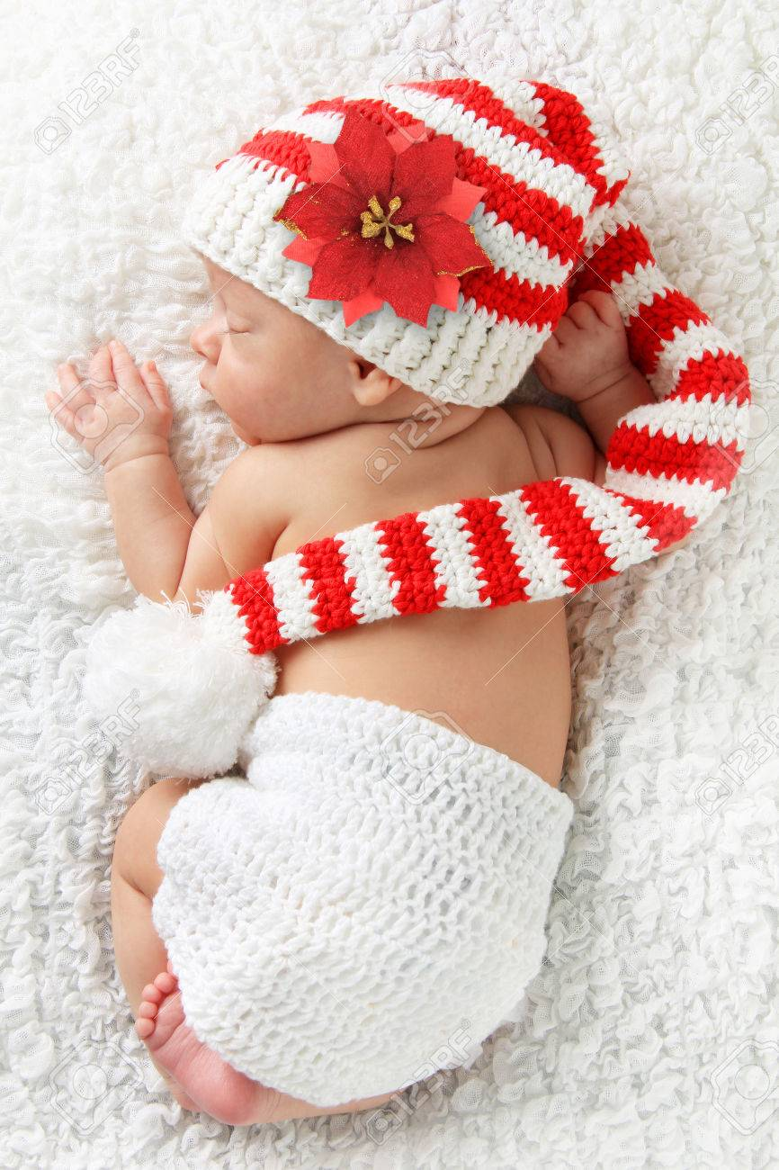 Newborn baby wearing a knitted Christmas elf hat. Stock Photo - 48626793 98e9587b191