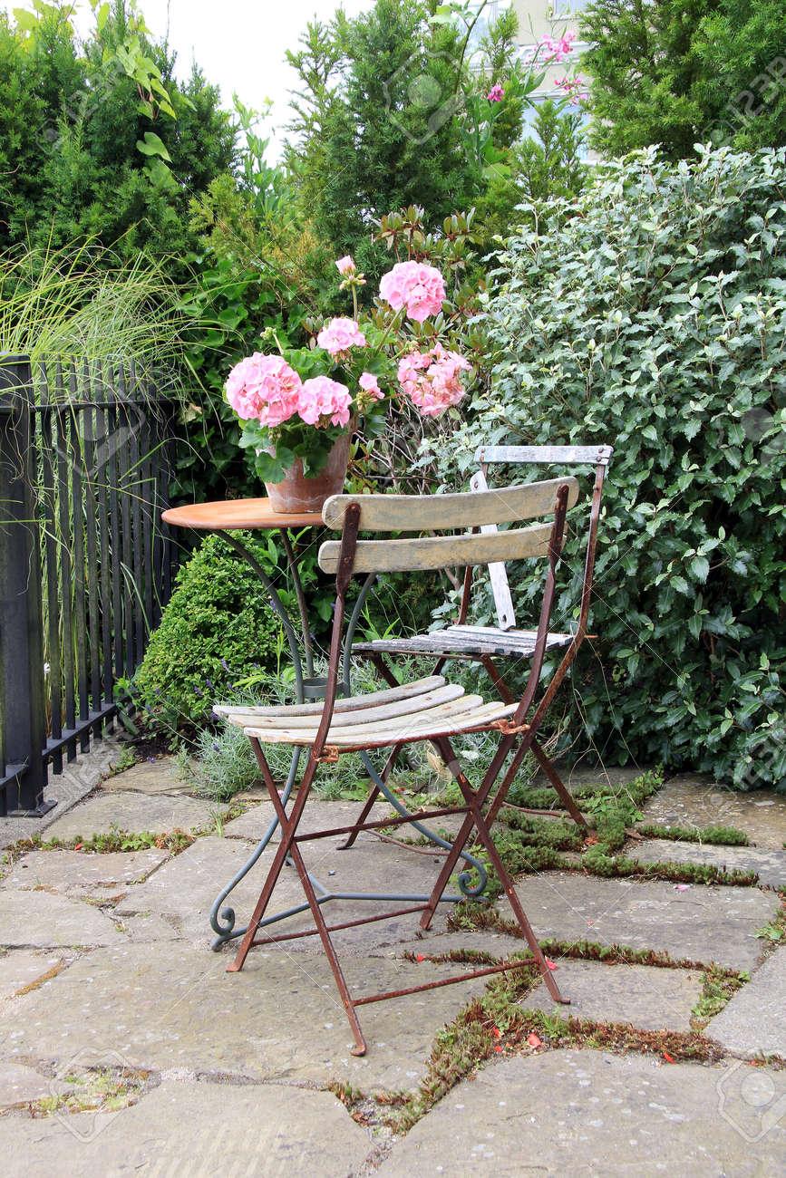 Rustikale Vintage Terrasse Tisch Und Stuhle Draussen Im Park