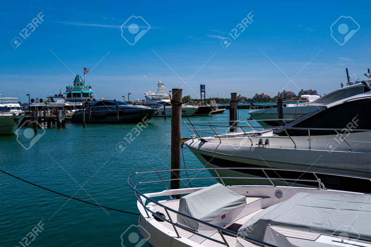 Miami Beach. Waterfront on the docks. Port for yachts in Miami. Marina concept. - 170440944
