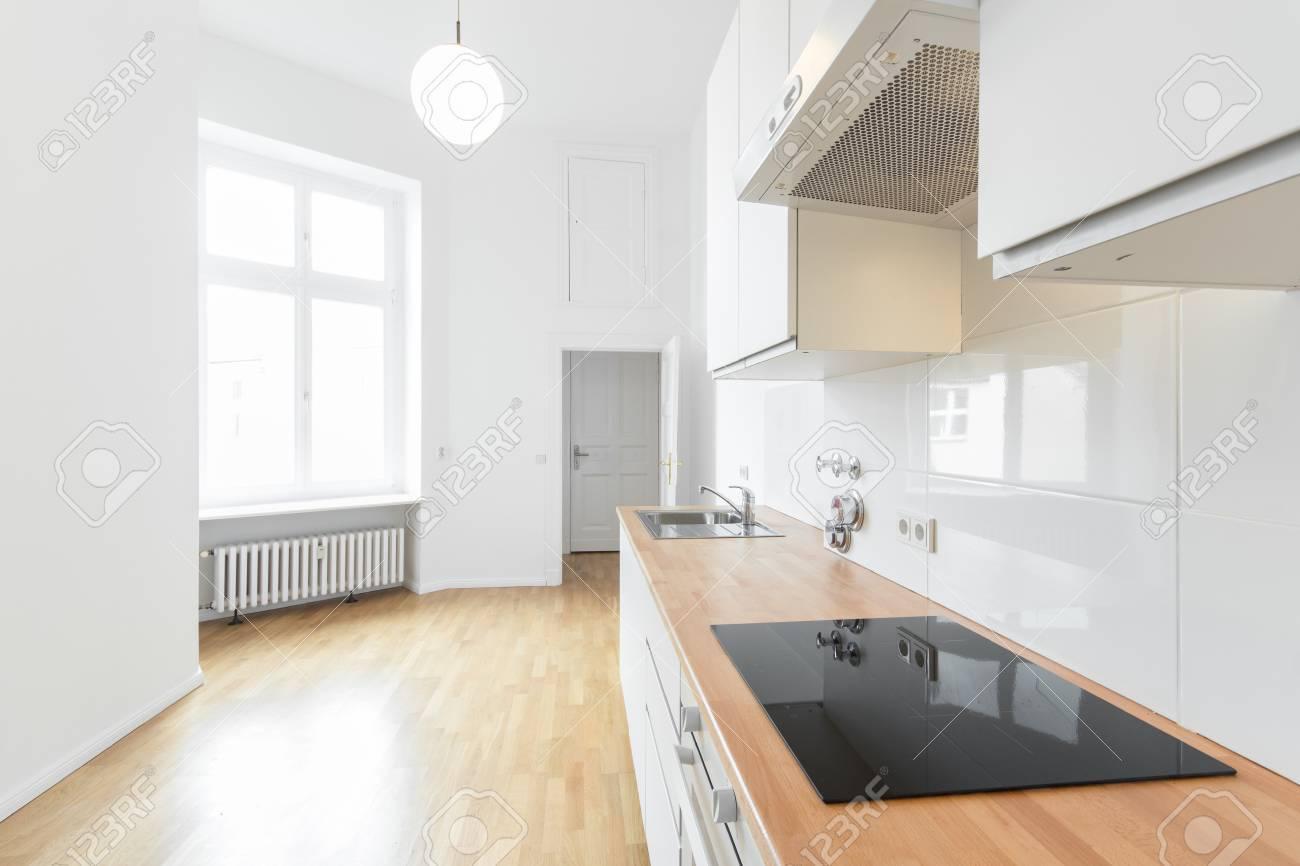 Frisch Moderne Kuche ~ Moderne küche frisch renovierte wohnung lizenzfreie fotos bilder