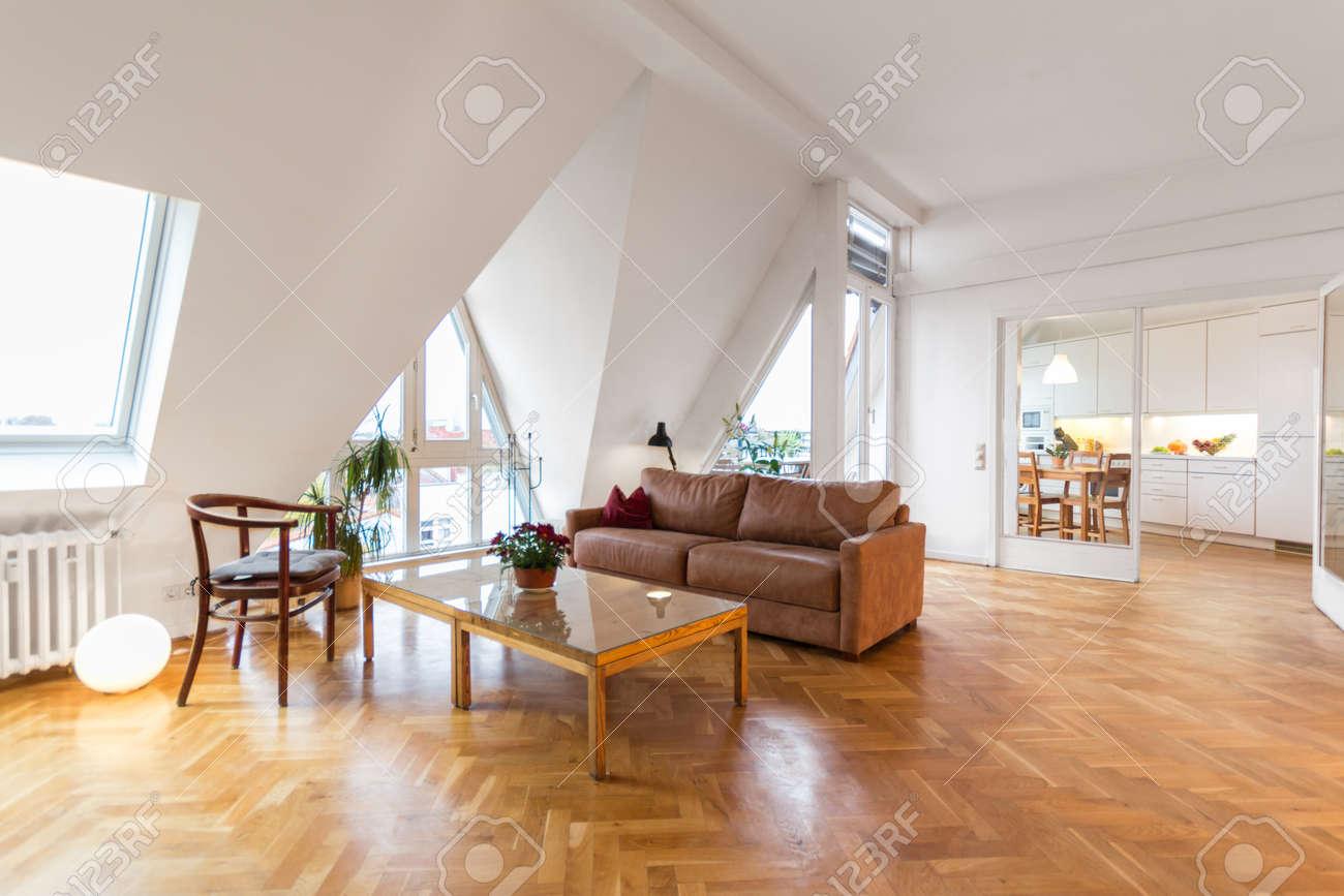 Wohnzimmer, Schönes Zuhause Interieur Mit Holzboden Lizenzfreie ...