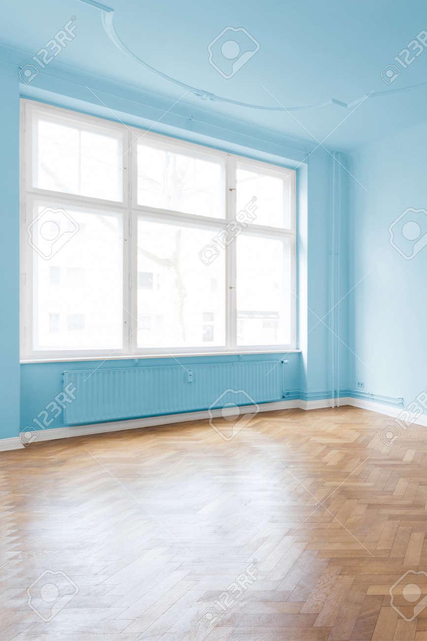 Sitio Vacio Con Un Suelo De Madera Pintada De Color Azul Paredes - Paredes-pintadas-de-azul