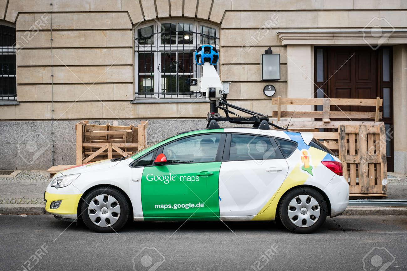 Berlin Allemagne 27 Septembre 2017 La Voiture Google Maps Google Street View Avec 360 Camera Dans La Rue