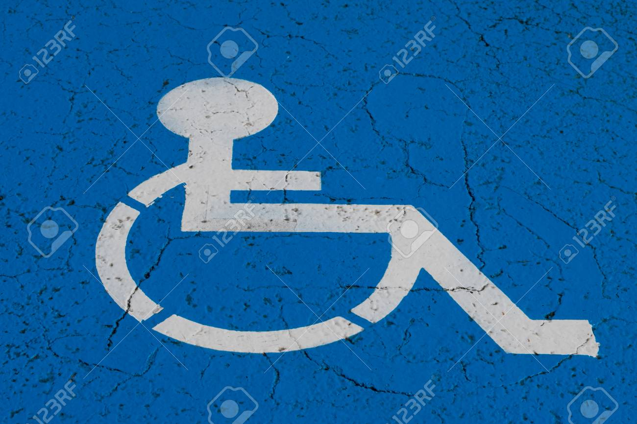 Wheelchair Symbol On Handicap Parking Spot Fotos, Retratos, Imágenes ...