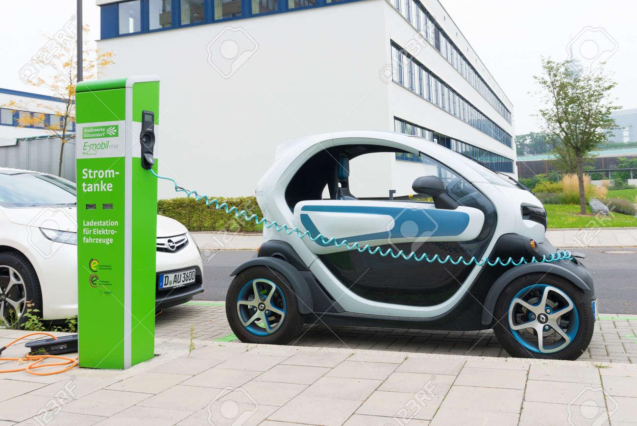Renault Twizy Elektrische Auto In Dusseldorf Duitsland Wordt