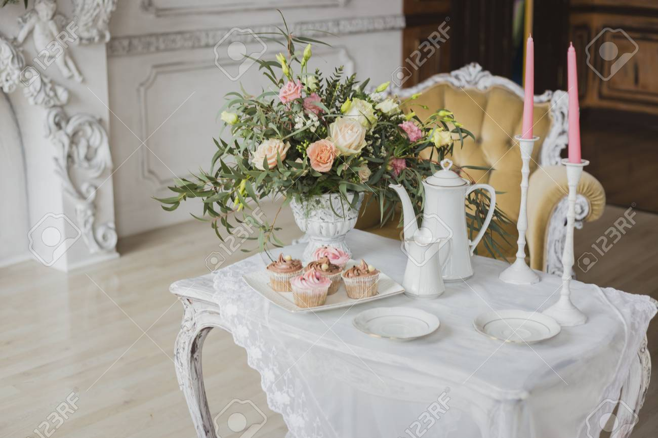 Wedding Decorations Zone White Table With Bouquet Pink Candles