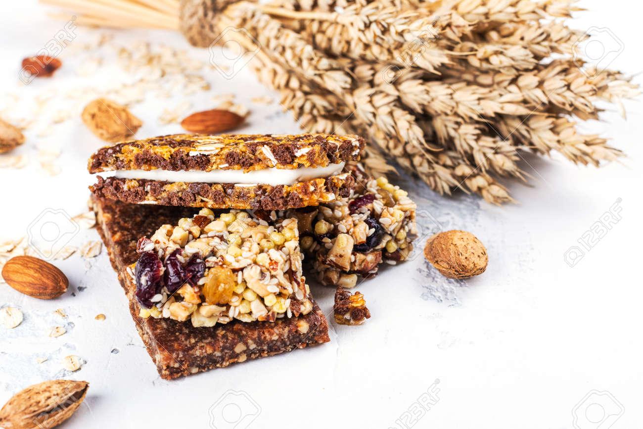 Homemade granola cereal bars - 120064891