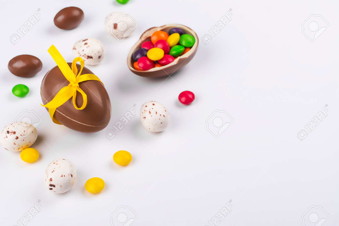 Easter chocolate eggs on pink - 163373335
