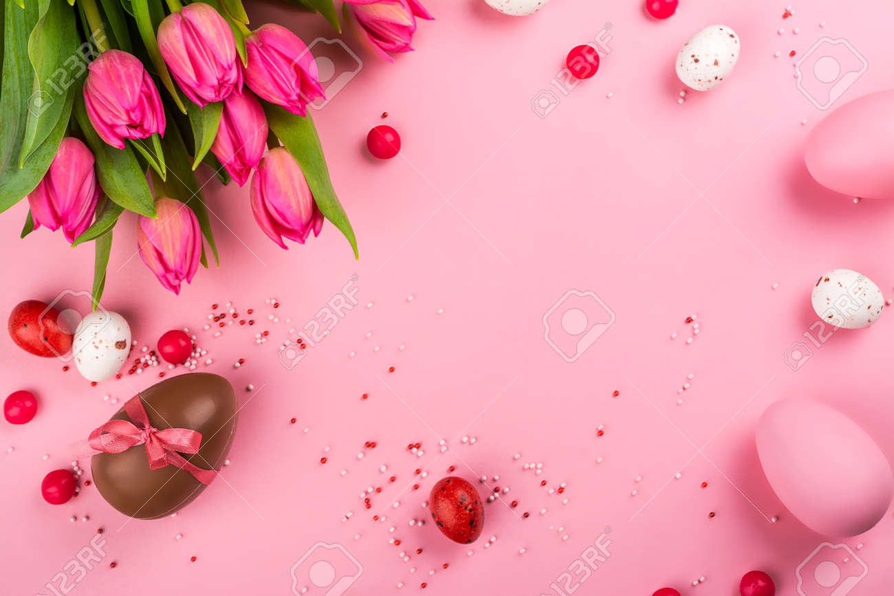 Easter background with flowers, eggs - 163373348