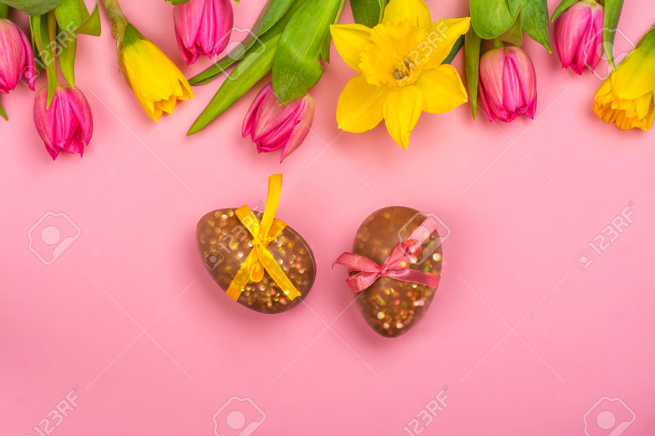 Easter background with flowers, eggs - 163373354