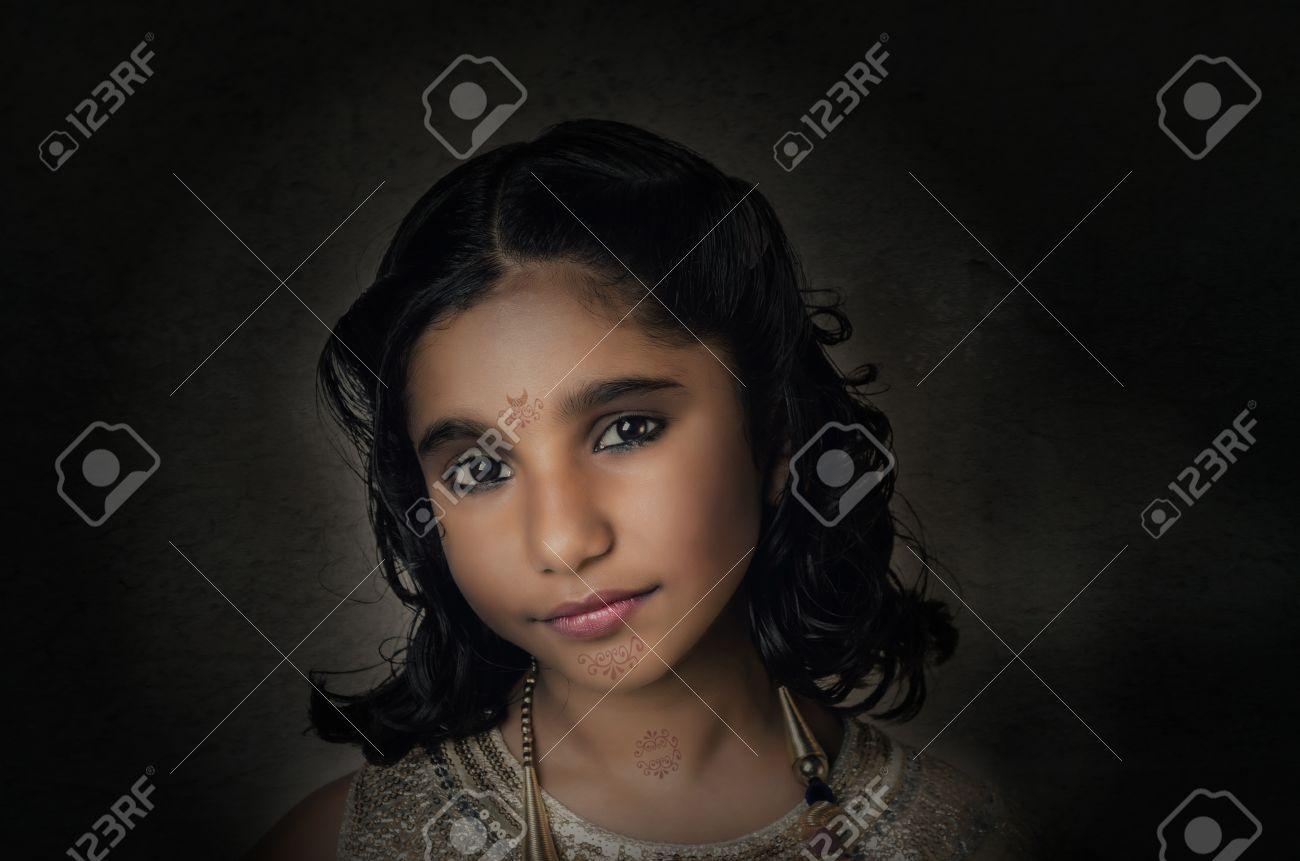 Mannequin Indienne Asiatique Fillette Portrait De Plan Rapproche