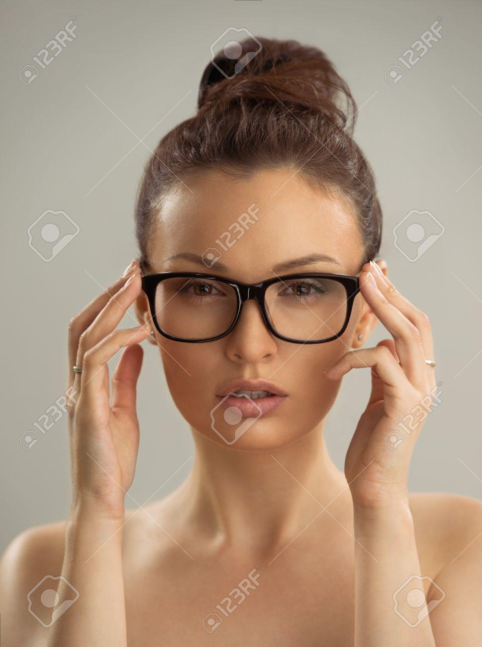 Brille mit nackte frau Nackt mit