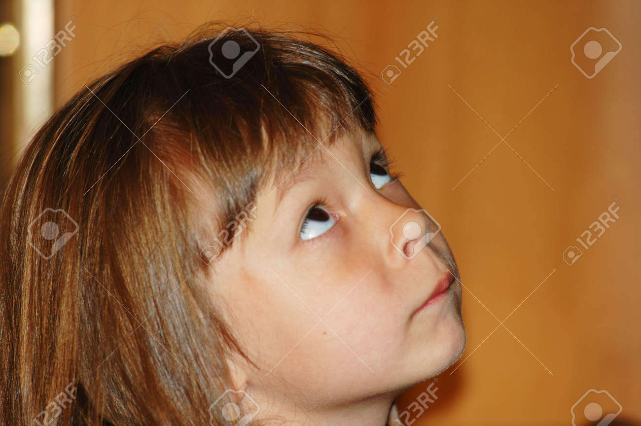 Little girl looking up Stock Photo - 490975