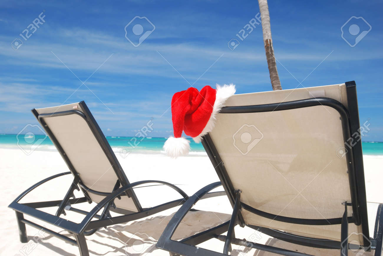 Santa's hat and chaise lounge on the beach Stock Photo - 3644090