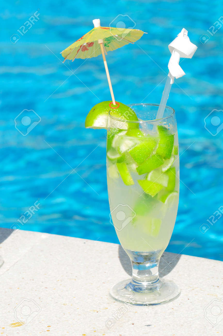 Berühmt Caipirinha Cocktail Near The Swimming Pool Stock Photo, Picture  GP12