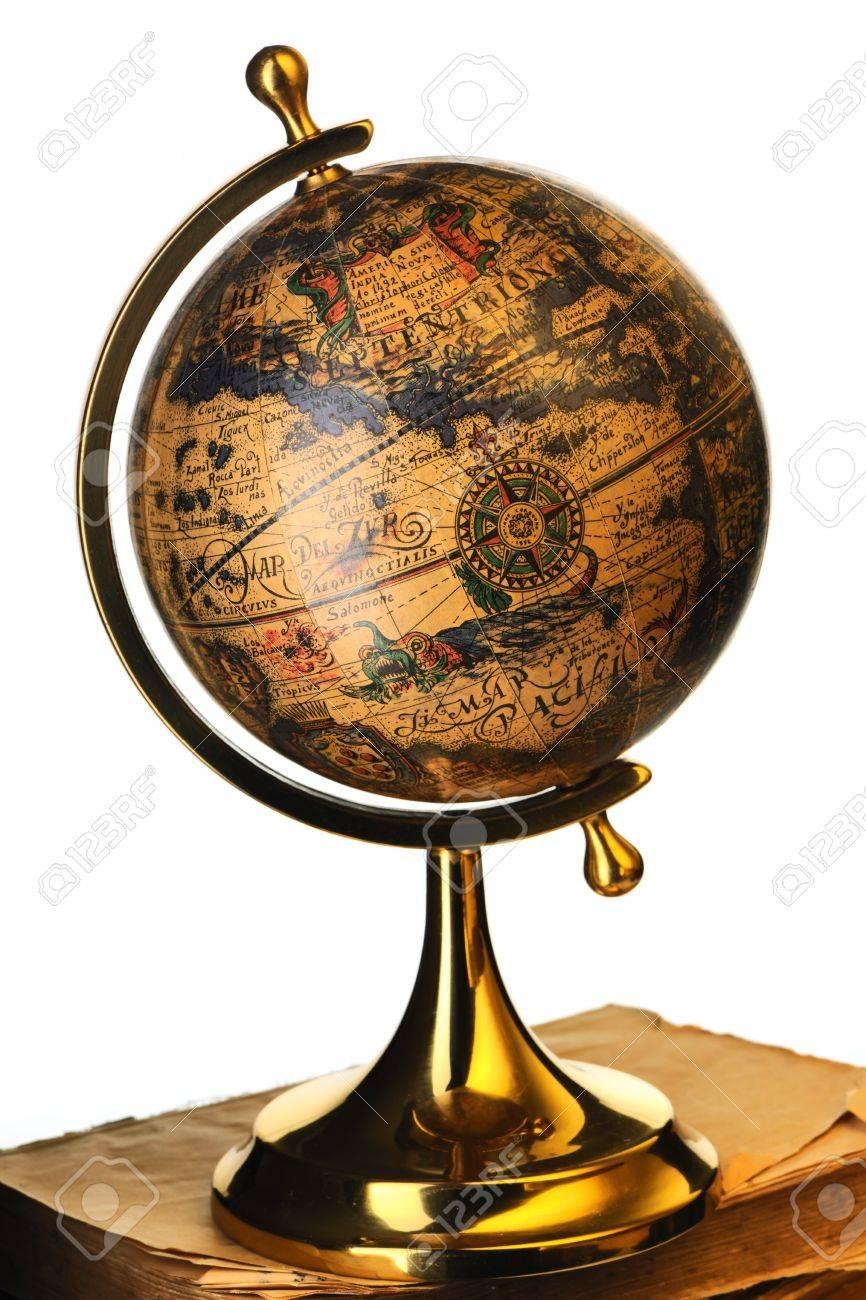 Verwonderlijk Antieke Globe Op Oude Boeken Geïsoleerd Over White Royalty-Vrije JI-77