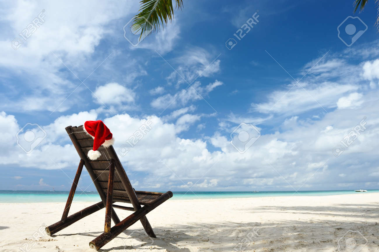 Santa's hat and chaise lounge on the beach Stock Photo - 8392610