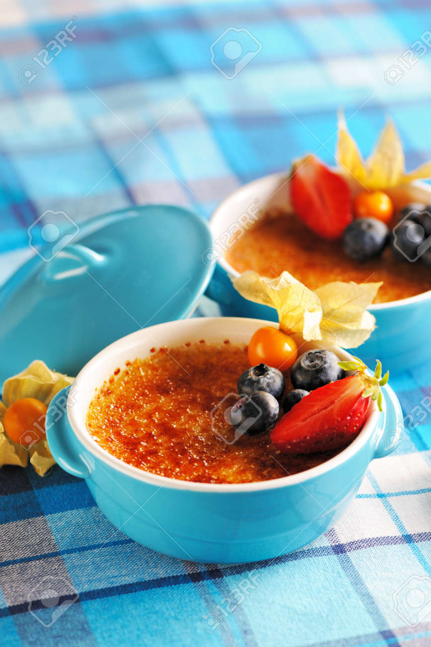 Creme brulee (cream brulee, burnt cream) with fruits and berries Stock Photo - 13416403