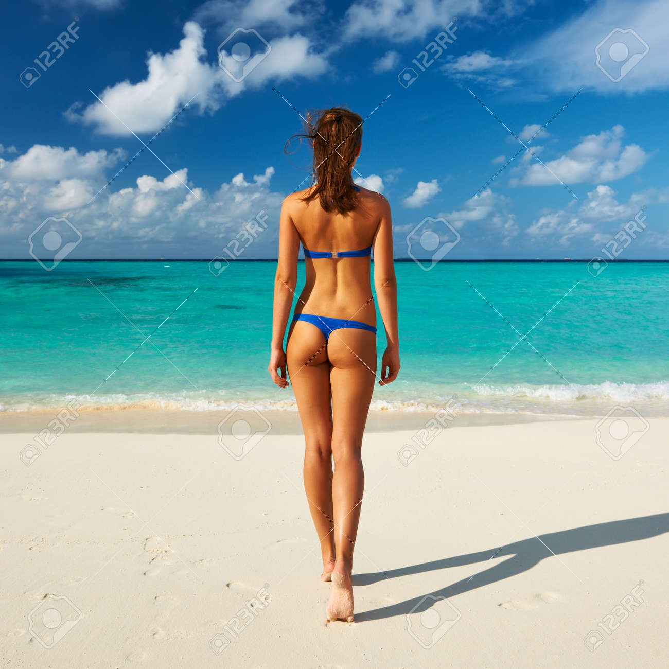 https://previews.123rf.com/images/haveseen/haveseen1303/haveseen130300123/18423982-Woman-in-bikini-at-tropical-beach-Stock-Photo-thong.jpg