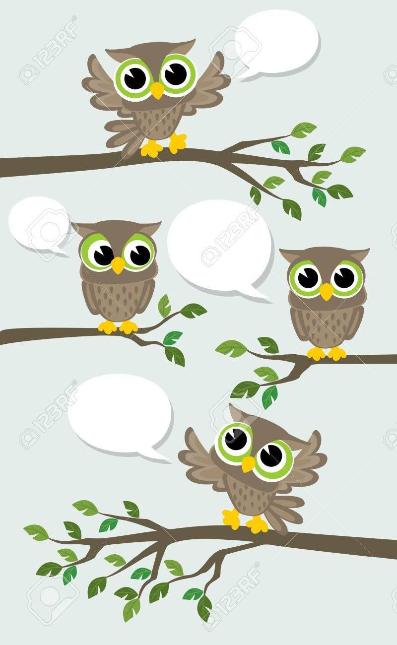 吹き出しとの会議 4 つのかわいいフクロウのイラストのイラスト素材 ベクタ Image