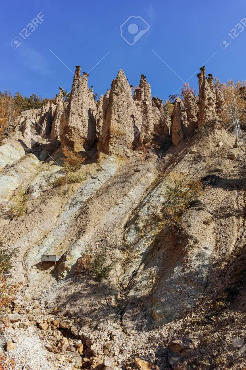Paisaje Otonal De La Formacion Rocosa Ciudad Del Diablo En La Montana Radan Serbia