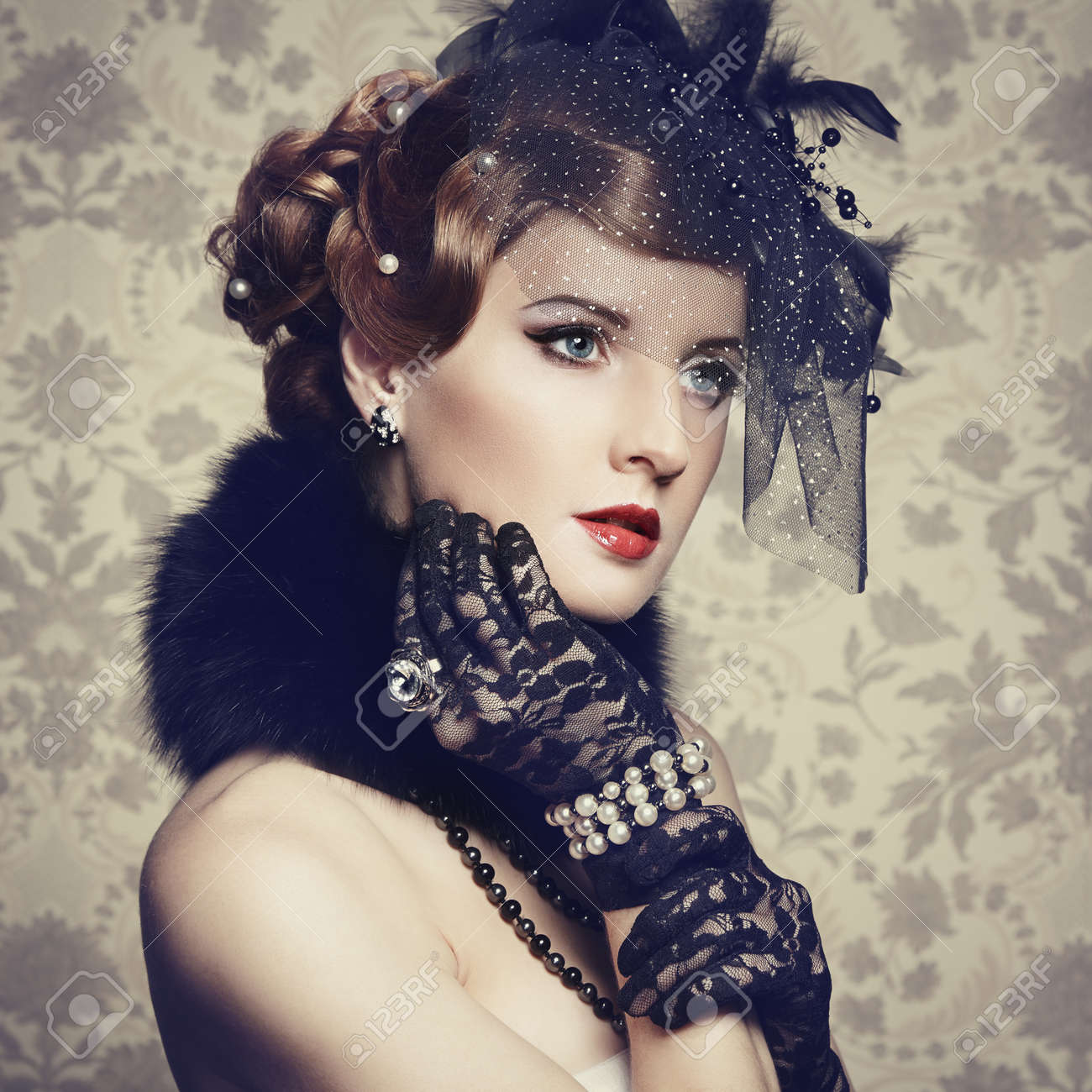 Retro portrait of  beautiful woman. Vintage style. Fashion photo Stock Photo - 18598077