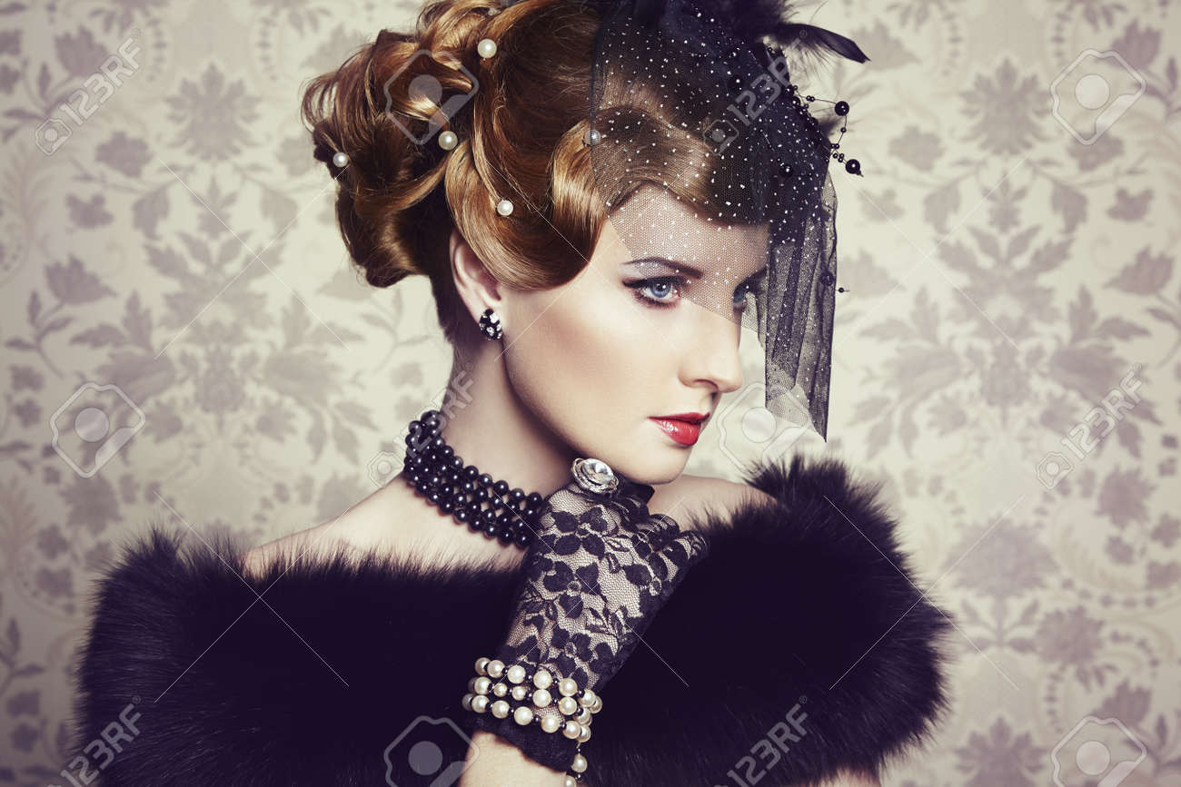 Retro portrait of  beautiful woman. Vintage style. Fashion photo Stock Photo - 18598080