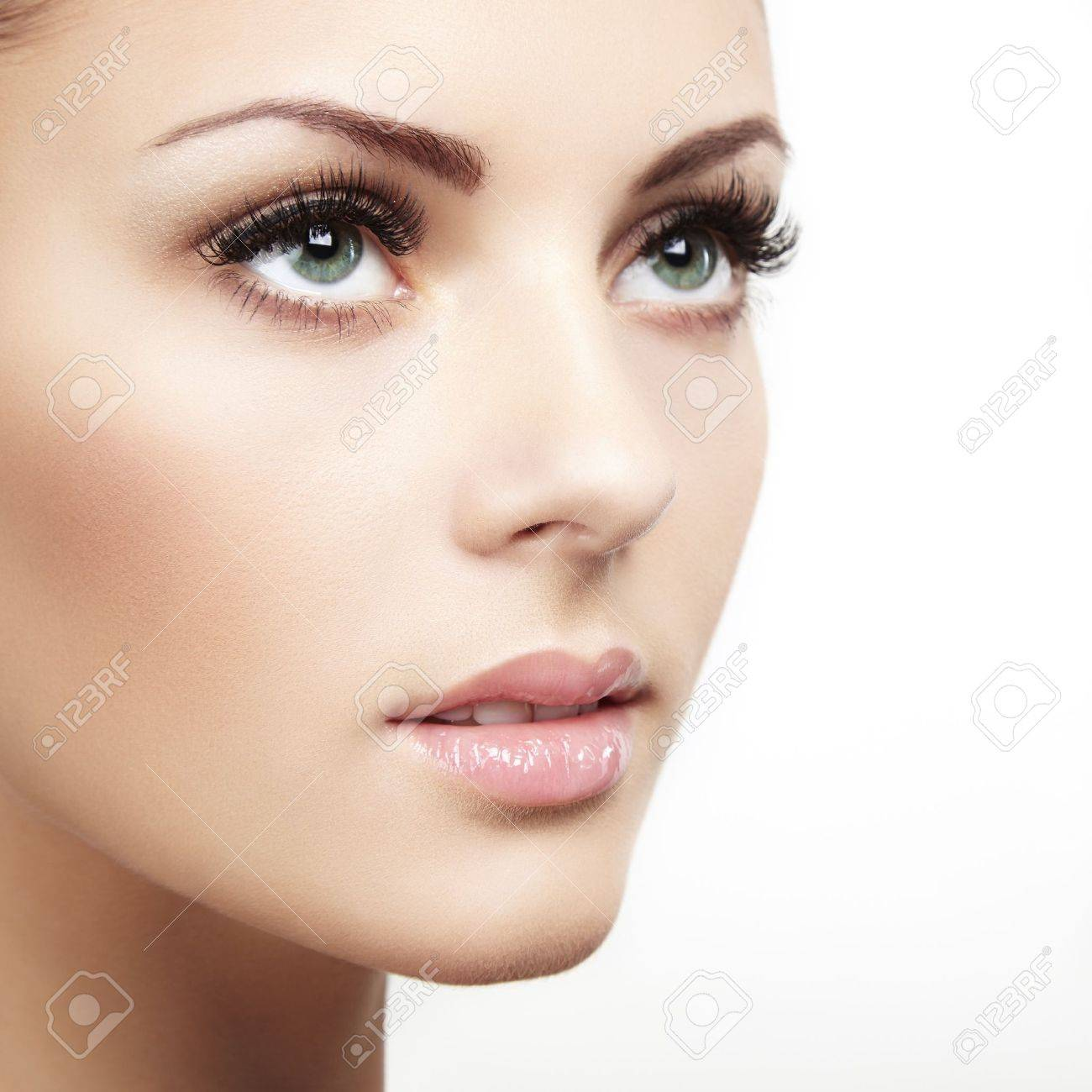 ===La mujer, un bello rostro...=== - Página 4 19025536-beautiful-woman-face-perfect-makeup-beauty-fashion-Stock-Photo