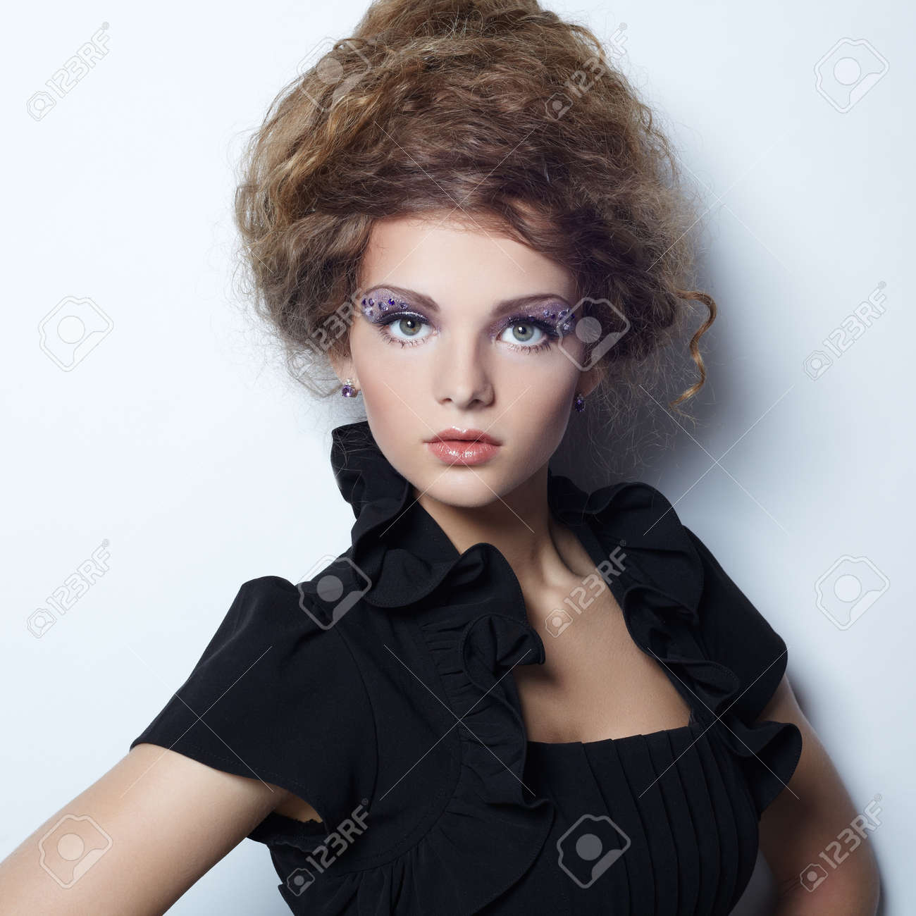 Portrait of beautiful woman with elegant hairstyle Stock Photo - 20619470